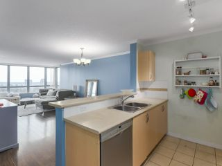 "Photo 7: 1502 6659 SOUTHOAKS Crescent in Burnaby: Highgate Condo for sale in ""GEMINI II"" (Burnaby South)  : MLS®# R2427776"