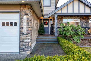 """Photo 2: 35408 NAKISKA Court in Abbotsford: Abbotsford East House for sale in """"Sandyhill"""" : MLS®# R2522244"""