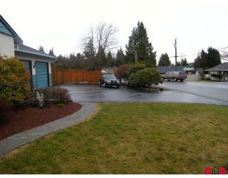 """Photo 2: 15141 DOVE Place in Surrey: Bolivar Heights House for sale in """"BIRDLAND"""" (North Surrey)  : MLS®# F2905291"""