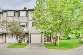 Photo 2: 114 Glamis Terrace SW in Calgary: Glamorgan Row/Townhouse for sale : MLS®# C4305468