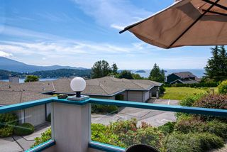 """Photo 2: 8 554 EAGLECREST Drive in Gibsons: Gibsons & Area Townhouse for sale in """"Georgia Mirage"""" (Sunshine Coast)  : MLS®# R2474537"""