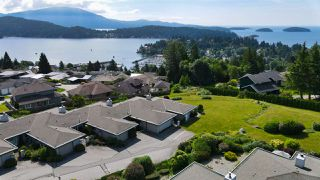 """Photo 33: 8 554 EAGLECREST Drive in Gibsons: Gibsons & Area Townhouse for sale in """"Georgia Mirage"""" (Sunshine Coast)  : MLS®# R2474537"""