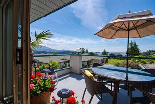 """Photo 1: 8 554 EAGLECREST Drive in Gibsons: Gibsons & Area Townhouse for sale in """"Georgia Mirage"""" (Sunshine Coast)  : MLS®# R2474537"""