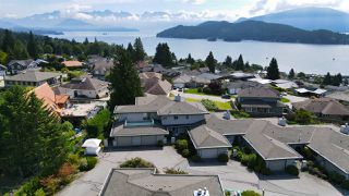 """Photo 7: 8 554 EAGLECREST Drive in Gibsons: Gibsons & Area Townhouse for sale in """"Georgia Mirage"""" (Sunshine Coast)  : MLS®# R2474537"""