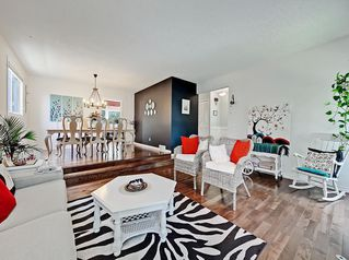 Main Photo: 7607 68 Avenue NW in Calgary: Silver Springs Detached for sale : MLS®# A1024824