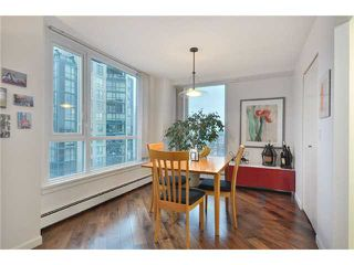 "Photo 5: 2006 388 DRAKE Street in Vancouver: Downtown VW Condo for sale in ""GOVERNORS TOWER"" (Vancouver West)  : MLS®# V865201"
