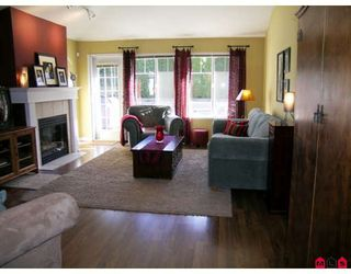 Photo 2: 95 8888 151ST Street in Surrey: Bear Creek Green Timbers Townhouse for sale : MLS®# F2903786
