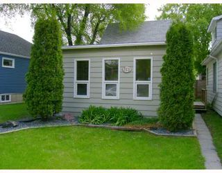 Photo 1: 311 PARKVIEW Street in WINNIPEG: St James Residential for sale (West Winnipeg)  : MLS®# 2910382