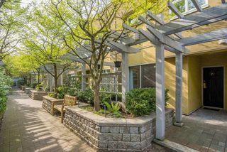"""Photo 3: 23 795 W 8TH Avenue in Vancouver: Fairview VW Townhouse for sale in """"DOVER COURT"""" (Vancouver West)  : MLS®# R2457753"""