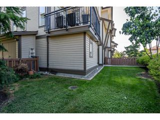 """Photo 3: 23 19433 68 Avenue in Surrey: Cloverdale BC Townhouse for sale in """"THE GROVE"""" (Cloverdale)  : MLS®# R2488742"""