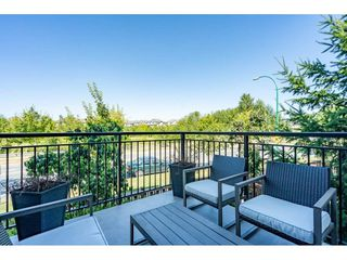 """Photo 2: 23 19433 68 Avenue in Surrey: Cloverdale BC Townhouse for sale in """"THE GROVE"""" (Cloverdale)  : MLS®# R2488742"""