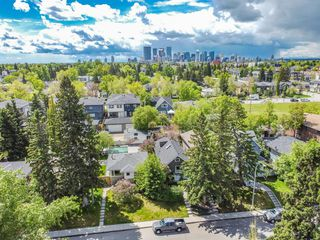Photo 3: 235 25 Avenue NE in Calgary: Tuxedo Park Detached for sale : MLS®# A1040090