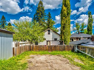 Photo 2: 235 25 Avenue NE in Calgary: Tuxedo Park Detached for sale : MLS®# A1040090