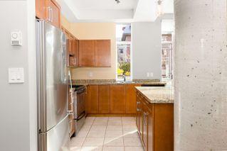 Photo 8: 106 827 Fairfield Rd in : Vi Downtown Condo for sale (Victoria)  : MLS®# 860580