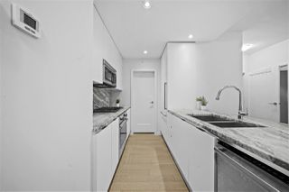 Photo 3: 801 2033 W 10TH Avenue in Vancouver: Kitsilano Condo for sale (Vancouver West)  : MLS®# R2518712