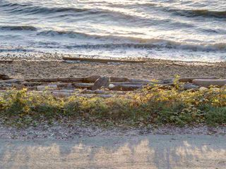 "Photo 37: 1810 OCEAN BEACH Esplanade in Gibsons: Gibsons & Area House for sale in ""Bonniebrook"" (Sunshine Coast)  : MLS®# R2519828"