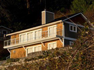 "Photo 3: 1810 OCEAN BEACH Esplanade in Gibsons: Gibsons & Area House for sale in ""Bonniebrook"" (Sunshine Coast)  : MLS®# R2519828"