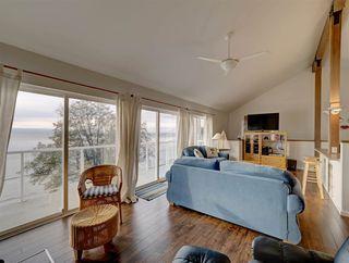 "Photo 15: 1810 OCEAN BEACH Esplanade in Gibsons: Gibsons & Area House for sale in ""Bonniebrook"" (Sunshine Coast)  : MLS®# R2519828"