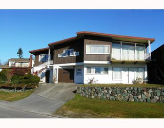 Photo 2: 4810 EMPIRE Drive in Burnaby: Capitol Hill BN House for sale (Burnaby North)  : MLS®# V753787