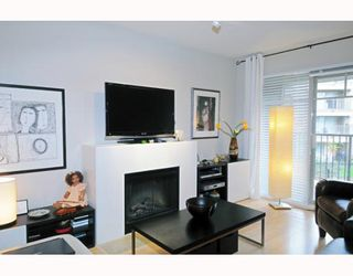 "Photo 2: 226 12238 224TH Street in Maple_Ridge: East Central Condo for sale in ""URBANO"" (Maple Ridge)  : MLS®# V766287"