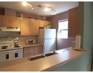 """Photo 7: 203 5577 SMITH Avenue in Burnaby: Central Park BS Condo for sale in """"COTTONWOOD GROVE"""" (Burnaby South)  : MLS®# V766728"""