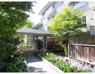 """Photo 1: 203 5577 SMITH Avenue in Burnaby: Central Park BS Condo for sale in """"COTTONWOOD GROVE"""" (Burnaby South)  : MLS®# V766728"""