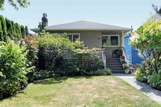 "Photo 1: 82 E 45TH Avenue in Vancouver: Main House for sale in ""MAIN STREET"" (Vancouver East)  : MLS®# R2394942"