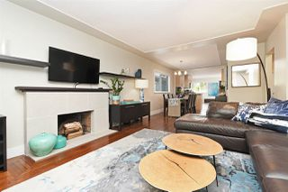 """Photo 2: 82 E 45TH Avenue in Vancouver: Main House for sale in """"MAIN STREET"""" (Vancouver East)  : MLS®# R2394942"""