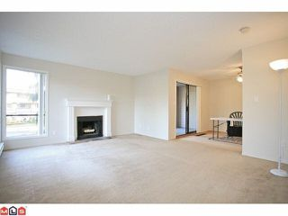 """Photo 5: 14838 HOLLY PARK Lane in Surrey: Guildford Townhouse for sale in """"Holly Park In Guildford"""" (North Surrey)  : MLS®# R2427275"""