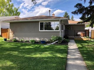 Photo 3: 138 HANOVER RD SW in Calgary: Haysboro Detached for sale : MLS®# C4287581