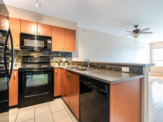 Photo 3: 415 20750 DUNCAN WAY in Langley: Langley City Condo for sale : MLS®# R2485777