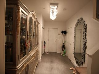 """Photo 10: 21 6868 BURLINGTON Avenue in Burnaby: Metrotown Townhouse for sale in """"Metro"""" (Burnaby South)  : MLS®# R2396408"""