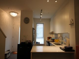 """Photo 2: 21 6868 BURLINGTON Avenue in Burnaby: Metrotown Townhouse for sale in """"Metro"""" (Burnaby South)  : MLS®# R2396408"""