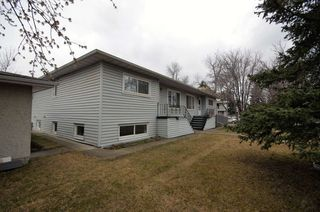 Photo 3: 10704-10708 139 Street in Edmonton: Zone 07 House Duplex for sale : MLS®# E4193830