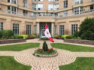 Photo 3: 315 11 Thorncliffe Park Drive in Toronto: Thorncliffe Park Condo for sale (Toronto C11)  : MLS®# C4844085