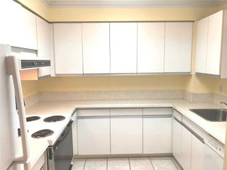 Photo 7: 315 11 Thorncliffe Park Drive in Toronto: Thorncliffe Park Condo for sale (Toronto C11)  : MLS®# C4844085