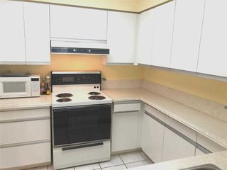 Photo 6: 315 11 Thorncliffe Park Drive in Toronto: Thorncliffe Park Condo for sale (Toronto C11)  : MLS®# C4844085