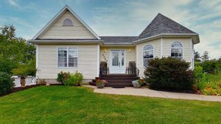 Photo 1: 2060 Langille Drive in Coldbrook: 404-Kings County Residential for sale (Annapolis Valley)  : MLS®# 202018887
