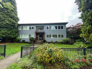 """Photo 13: 4 369 W 4 Street in North Vancouver: Lower Lonsdale Condo for sale in """"The Lanark"""" : MLS®# R2508957"""
