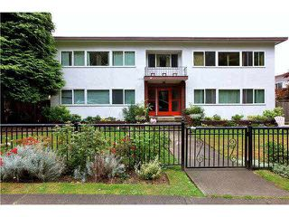 "Main Photo: 4 369 W 4 Street in North Vancouver: Lower Lonsdale Condo for sale in ""The Lanark"" : MLS®# R2508957"