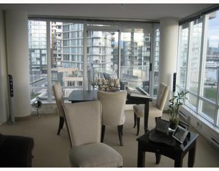 "Photo 2: 706 980 COOPERAGE Way in Vancouver: False Creek North Condo for sale in ""COOPER POINTE"" (Vancouver West)  : MLS®# V803926"