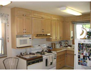 Photo 3: 1208 DE GRAFF Place in WINNIPEG: North Kildonan Residential for sale (North East Winnipeg)  : MLS®# 2811523