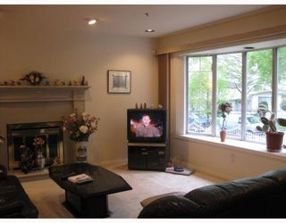 Photo 3: 5728 KERR Street in Vancouver: Killarney VE House for sale (Vancouver East)  : MLS®# V765326