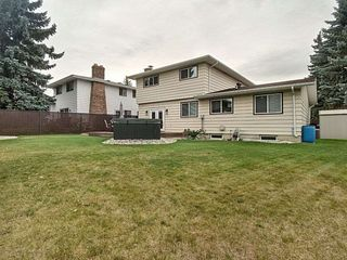 Photo 3: 3207 111B Street in Edmonton: Zone 16 House for sale : MLS®# E4174234