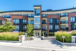 """Photo 2: 122 22 E ROYAL Avenue in New Westminster: Fraserview NW Condo for sale in """"THE LOOKOUT at Victoria Hill"""" : MLS®# R2413320"""