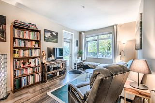 """Photo 3: 122 22 E ROYAL Avenue in New Westminster: Fraserview NW Condo for sale in """"THE LOOKOUT at Victoria Hill"""" : MLS®# R2413320"""