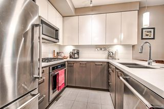 """Photo 8: 122 22 E ROYAL Avenue in New Westminster: Fraserview NW Condo for sale in """"THE LOOKOUT at Victoria Hill"""" : MLS®# R2413320"""