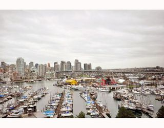 "Photo 1: 1107 1450 PENNYFARTHING Drive in Vancouver: False Creek Condo for sale in ""HARBOUR COVE"" (Vancouver West)  : MLS®# V810158"
