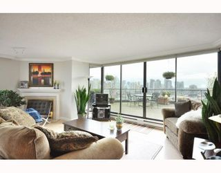 "Photo 4: 1107 1450 PENNYFARTHING Drive in Vancouver: False Creek Condo for sale in ""HARBOUR COVE"" (Vancouver West)  : MLS®# V810158"