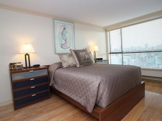 "Photo 8: 607 1490 PENNYFARTHING Drive in Vancouver: False Creek Condo for sale in ""HARBOUR COVE"" (Vancouver West)  : MLS®# V860789"